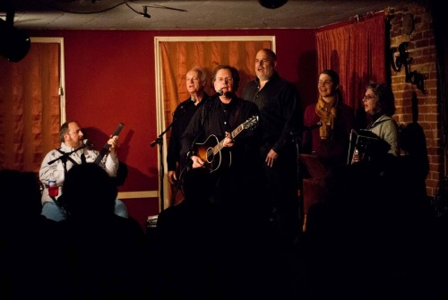 The big hootenanny finale at Caffe Lena; photo by Joe Deuel